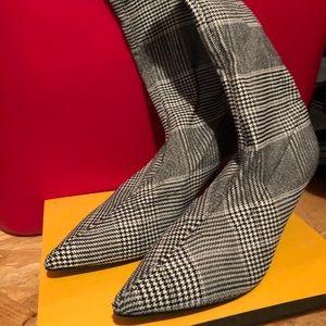 Shoes - Women's black plaid boots.
